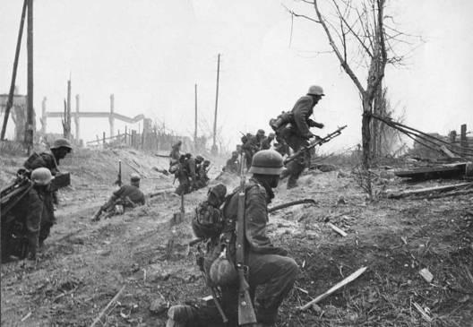 german-infantry-advance-stalingrad